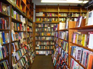 自費出版は書店に置いてもらえるのか?